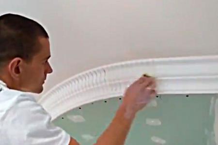 Монтаж пенопластового багета на радиусную поверхность